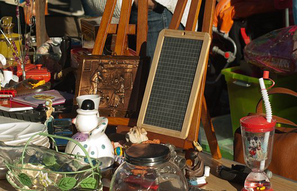 http://cdt44.media.tourinsoft.eu/upload/vide-grenier2-e-SPRIT.jpg