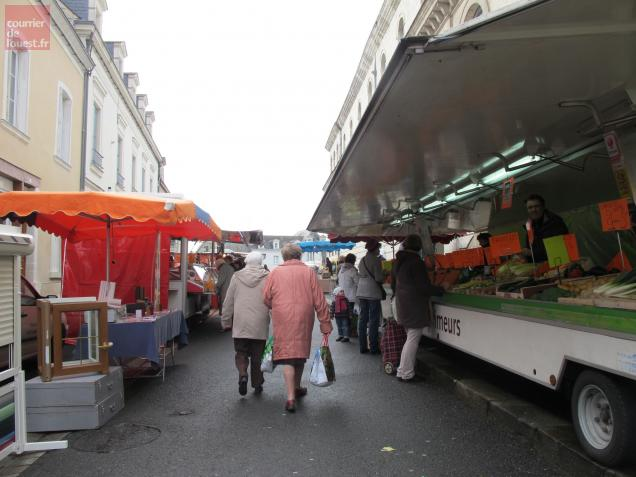 FMA49-beaufort-en-anjou-marché-local-mercredi-matin