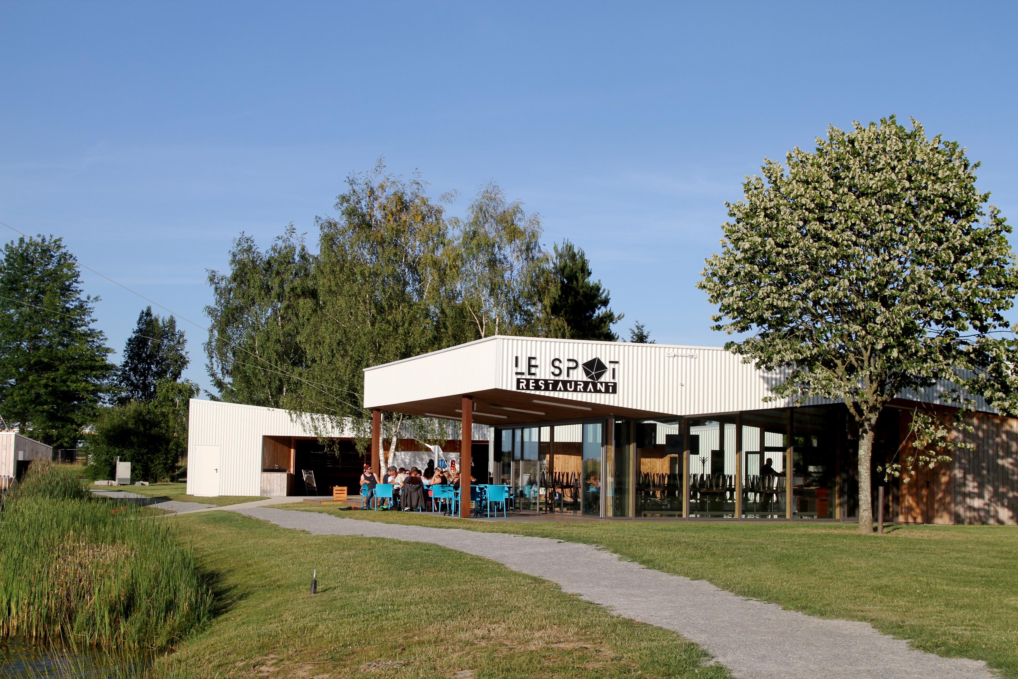 https://cdt44.media.tourinsoft.eu/upload/restaurant-lespot-nozay-3.JPG